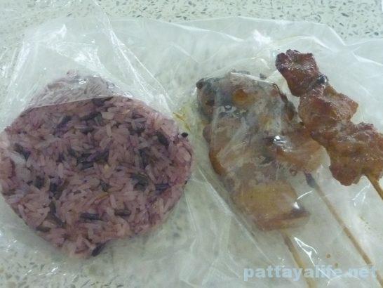 カオニャオダムと豚串
