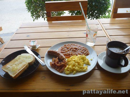 ae-restaurant-breakfast-1
