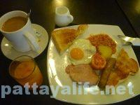 i-rovers-pattaya-breakfast-3