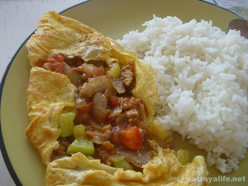 pattaya-3rd-road-restaurant-omelet-2