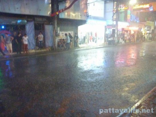 walking-street-raining