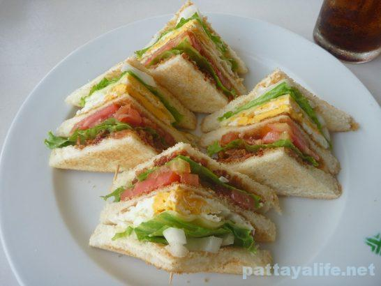 thips-cafe-club-sandwich