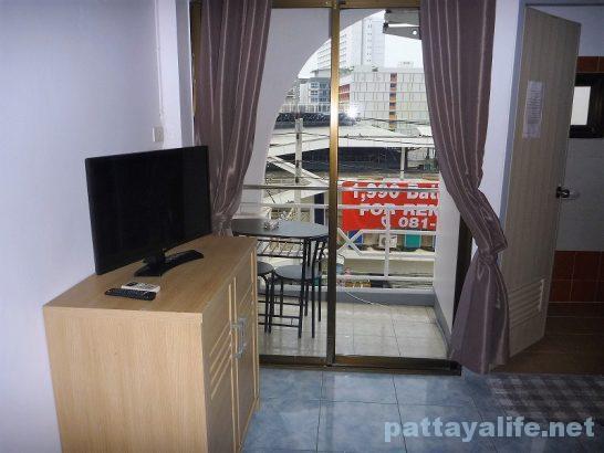 Buakhao paradise pattaya room (2)
