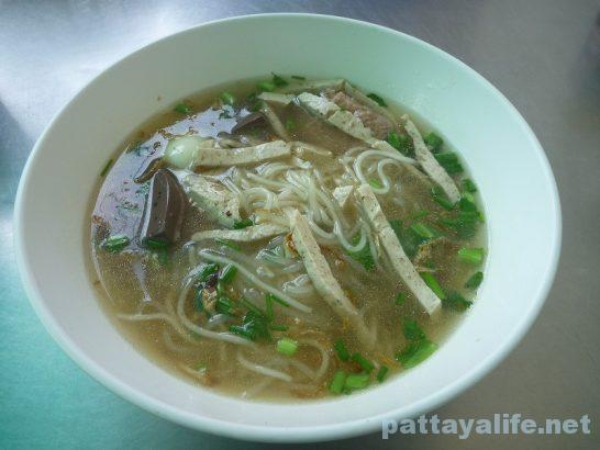 Vietnamese pork noodle soup (3)