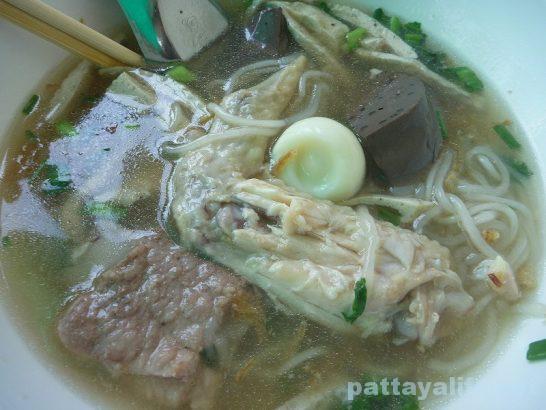 Vietnamese pork noodle soup (4)