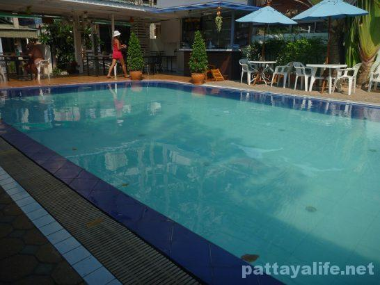 Pattaya Klang swimming pool near @mind (1)