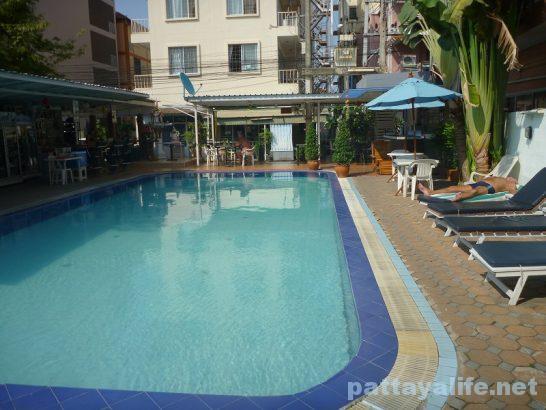 Pattaya Klang swimming pool near @mind (2)