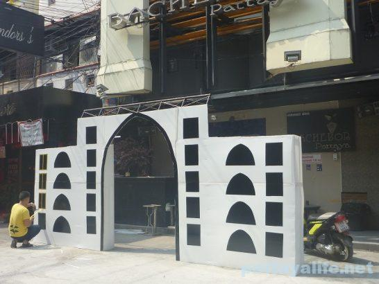 Bachelor gate (1)