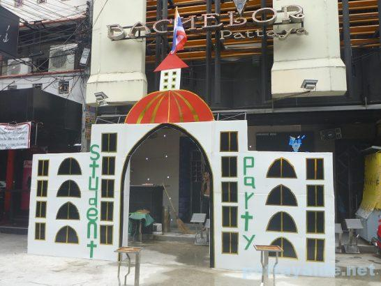 Bachelor gate (2)