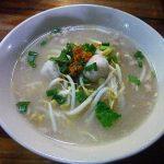 白いスープがうまいクイティアオ屋@サードロード。胡椒をかけてどうぞ。