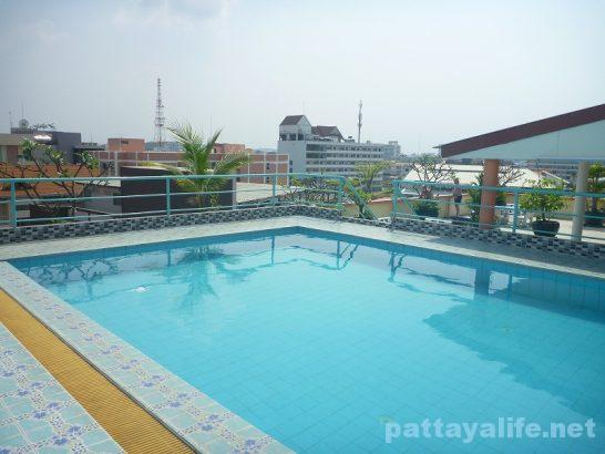 The garden palce pattaya swimming pool (1)