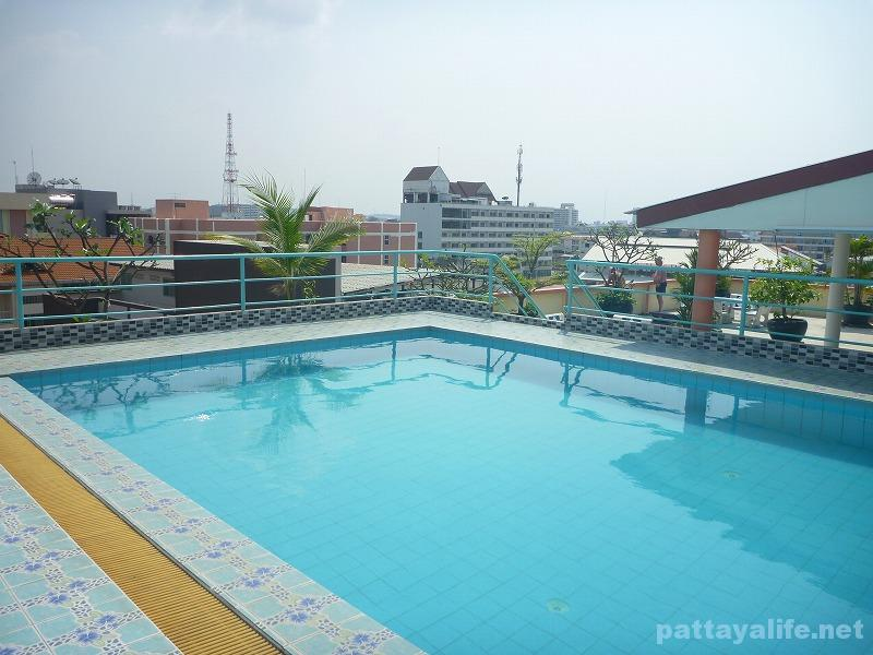 The garden palce pattaya swimming pool (1)