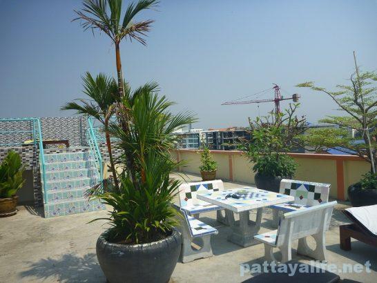 The garden palce pattaya swimming pool (2)