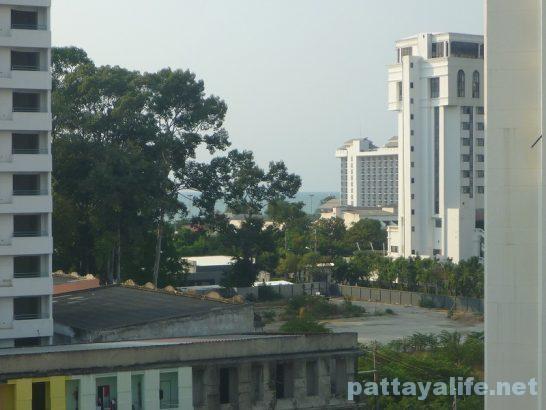 The garden palce pattaya swimming pool (3)