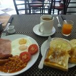 FRYDAYがブレックファーストを始めた。昼2時からなのに朝食とはこれいかに。