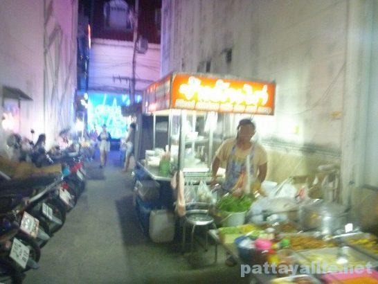 Walking soi15 khao man gai (2)