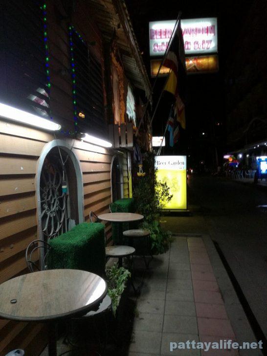 Beer garden soi7 (2)