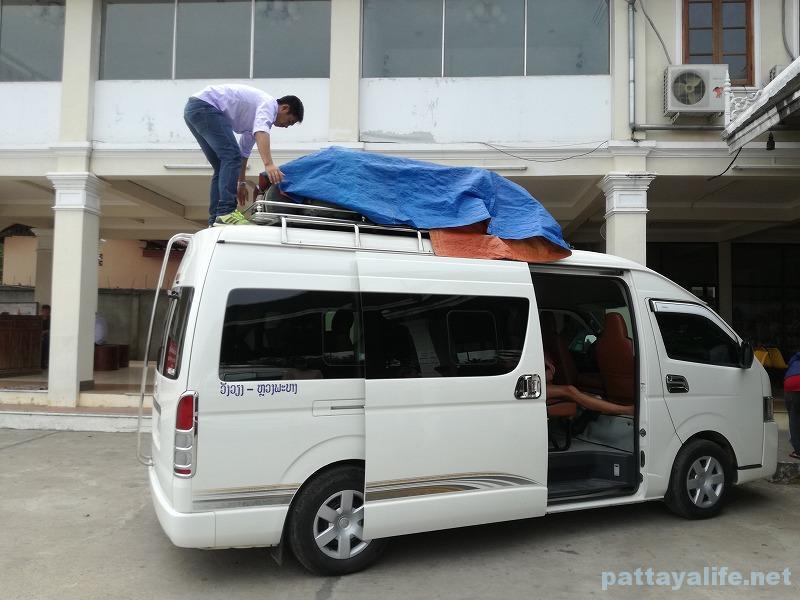 Luangparaban to Vanvieng minivan trip (1)