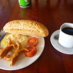 【バンビエンのグルメ】サンドイッチ、フルーツシェイク、パンケーキ、カオピヤックでハッピー&ヒッピー。