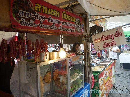 Buakhao market nam tok moo (1)