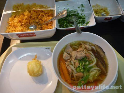 タイ・パタヤの丸亀製麺のしっぽくうどん (2)