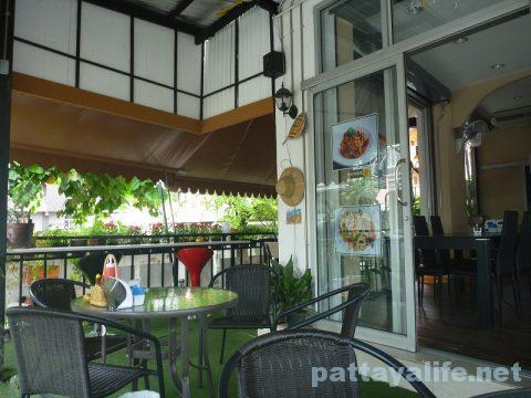 サードロードのレストラン Khun OPOR (8)