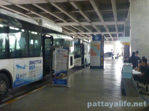 パタヤからスワンナプーム空港経由ドンムアン空港行きバス乗り継ぎ (10)