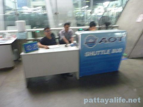 パタヤからスワンナプーム空港経由ドンムアン空港行きバス乗り継ぎ (12)