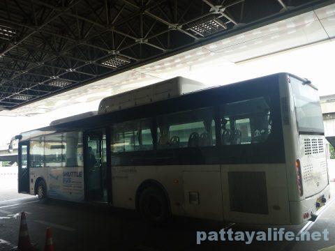 パタヤからスワンナプーム空港経由ドンムアン空港行きバス乗り継ぎ (17)