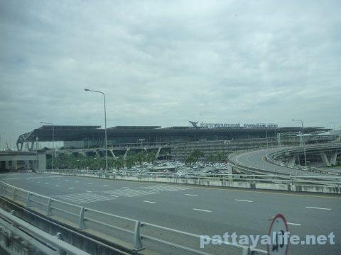 パタヤからスワンナプーム空港経由ドンムアン空港行きバス乗り継ぎ (8)