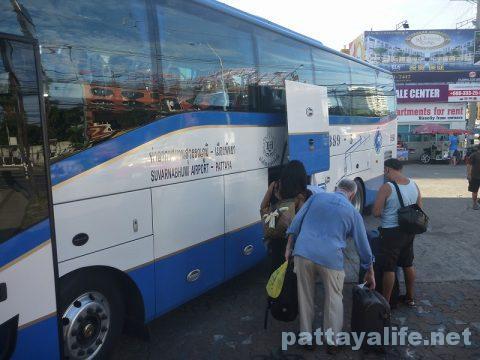 パタヤからスワンナプーム空港経由ドンムアン空港行きバス乗り継ぎ (6)