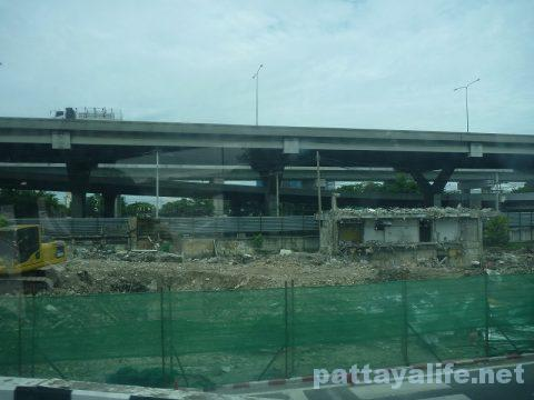 パタヤからスワンナプーム空港経由ドンムアン空港行きバス乗り継ぎ (16)