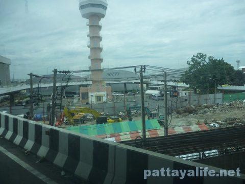 パタヤからスワンナプーム空港経由ドンムアン空港行きバス乗り継ぎ (15)
