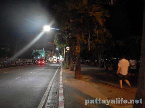 夜のパタヤビーチ (2)