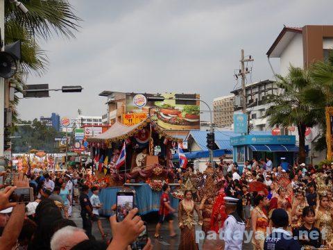 アセアン50周年パタヤビーチパレード (5)