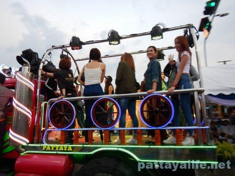アセアン50周年パタヤビーチパレード (17)
