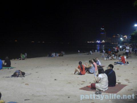 アセアン50周年パタヤビーチ花火大会 (1)