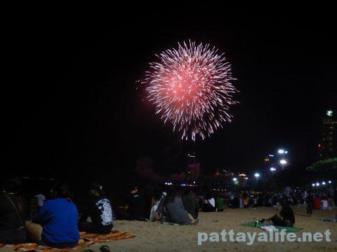 アセアン50周年パタヤビーチ花火大会 (7)