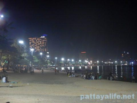アセアン50周年パタヤビーチ花火大会 (2)