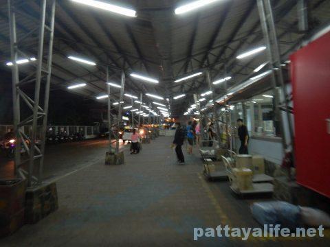 ドンムアン空港からパタヤへバス乗り継ぎ移動 (17)