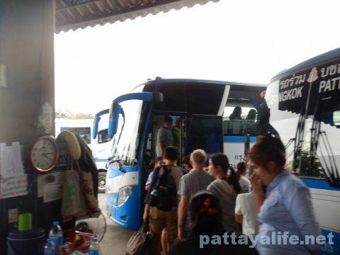 ドンムアン空港からパタヤへバス乗り継ぎ移動 (14)