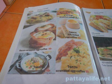 パタヤカンソイ12のカイガタレストランのエッグベーコン (2)