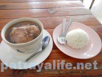 フードランド前カオマンガイ屋のスープ (2)