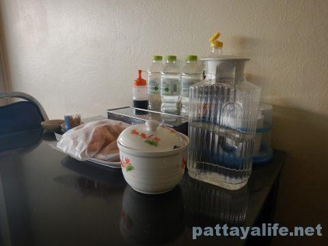 サードロードのカオマンガイとクイティアオガイ食堂 (3)