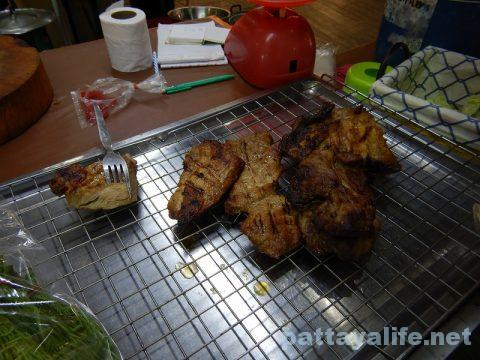 パタヤアベニューイサーン料理屋台コームーヤーン (3)