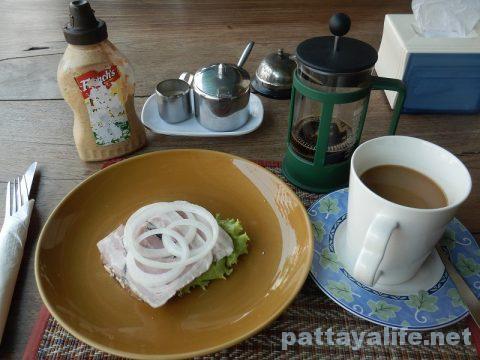 Rich barのデンマーク式サンドイッチとコーヒー