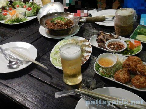 カオトムプラジャンバン料理テーブル