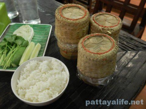 カオトムプラジャンバン料理カオニャオとカオスワイ