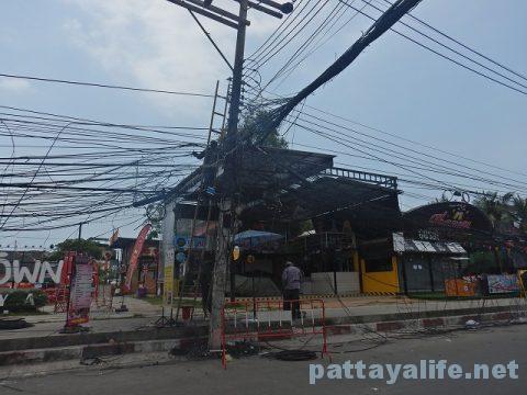 TREE TOWN前の電柱工事 (1)