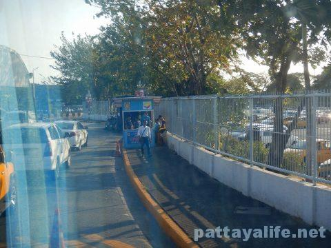 P2PバスでアンヘレスSMクラークからマニラ空港へ (13)
